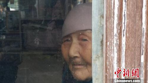 曹黑毛老人。 电影《大寒》微博图片 摄
