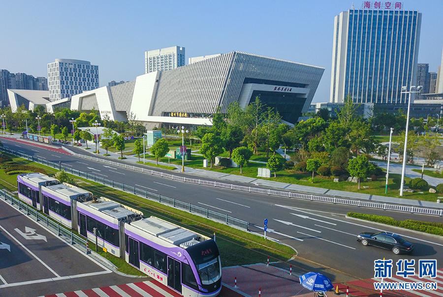 资料图 淮安有轨电车成为城市靓丽风景 新华网