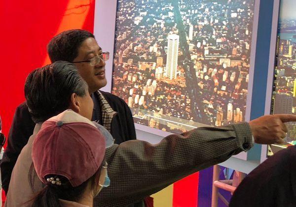 江苏民建组织参观庆祝改革开放40周年图片展