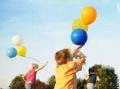 愿望成真!男子捡到许愿气球后助陌生女童完成心愿