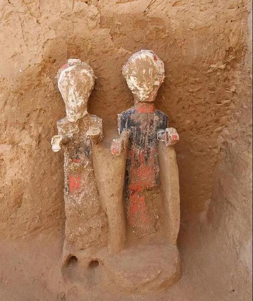 """两座""""中""""字形大墓形制结构基本相同,总长,深度相当,长64,深12米,椁室"""