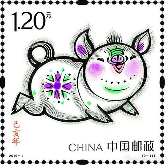 新发行的第四轮己亥年生肖猪邮票会有假票吗?根据以往的市场惯例,从第一轮T46庚申年猴开始到2018年第四轮戊戌年狗,全部有假邮票面世,只是造假者在印制中假冒的版别不同而已。从第四轮鸡年生肖邮票开始,中国邮政为了加大生肖邮票印制中的防伪功能,生肖邮票的印制特别采用了获得过中国安全防伪产业最高奖项的专用防伪邮票纸,又通过新兴的印制技术,在邮票大版的边饰上设计了十二生肖的甲骨文文字,并运用无墨雕刻工艺印制了生肖属相年的文化小诗,不仅字迹清晰隽秀,而且立体效果显著,真正做到了容易识别,不易仿制。虽然