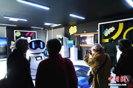 资料图:海淀公园变身全球首个AI科技主题公园。中新社记者 张兴龙 摄