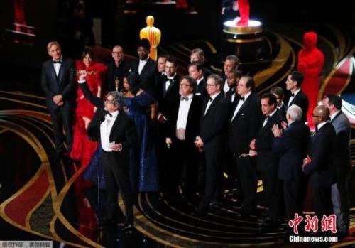 《绿皮书》获奖,主创人员上台领奖。