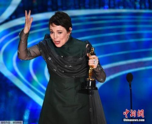 奥利维亚·科尔曼凭借在电影《宠儿》里的传神演绎,首次提名即获奖。同时,著名女演员格伦·克洛斯第七次陪跑,仍无收获。