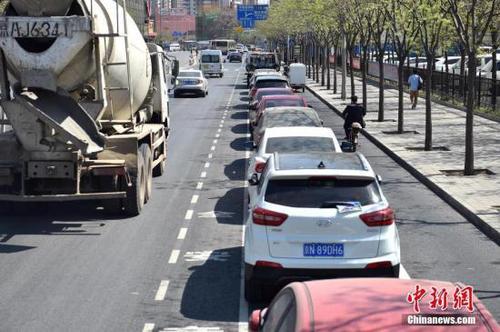 138万!北京一个天价停车位=三线