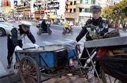 上海开展非机动车、行人交通违法攻坚整治