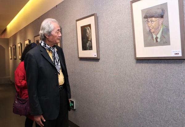 知名画家、《美术》杂志原总编王仲观看展览