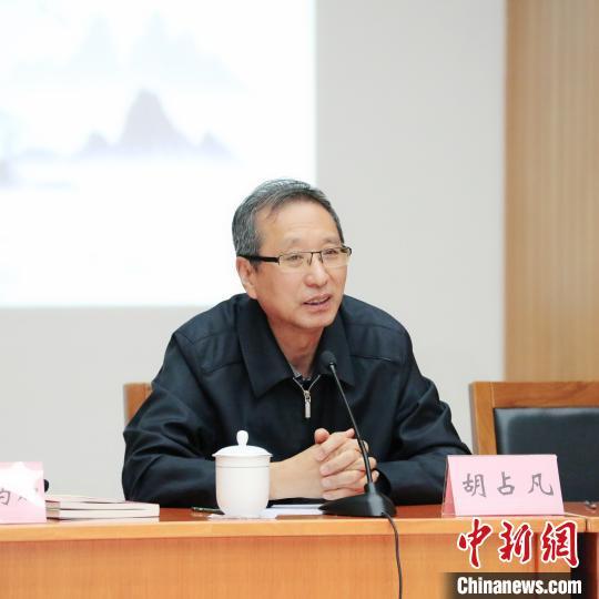 中国文联副主席胡占凡发言。 罗曼 摄
