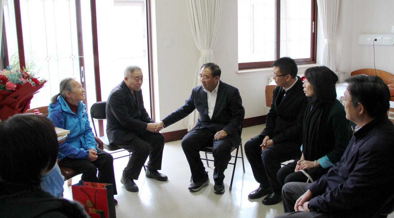 九三学社中央副主席丛斌看望慰问九三学社社员陶勇