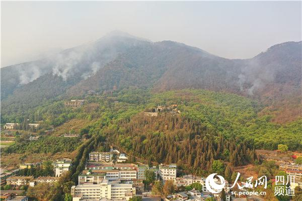 今早8时许,西昌丛林火警现场航拍。前线报道组摄