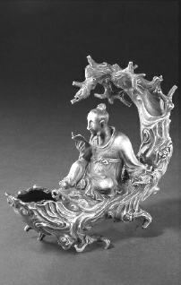 元代朱碧山银槎 高18厘米 长20厘米 故宫博物院藏