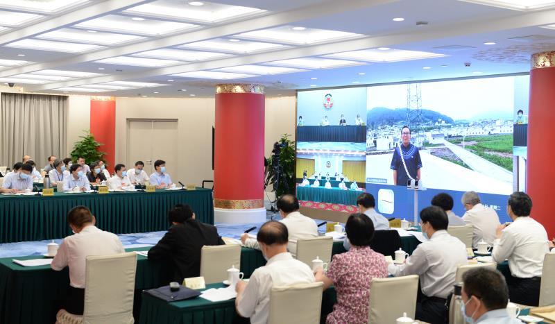 全国政协十三届常委会第十二次会议举行专题分组讨论