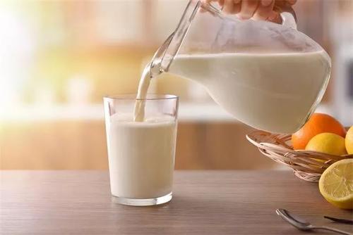 """喝牛奶有""""最佳时间""""?"""