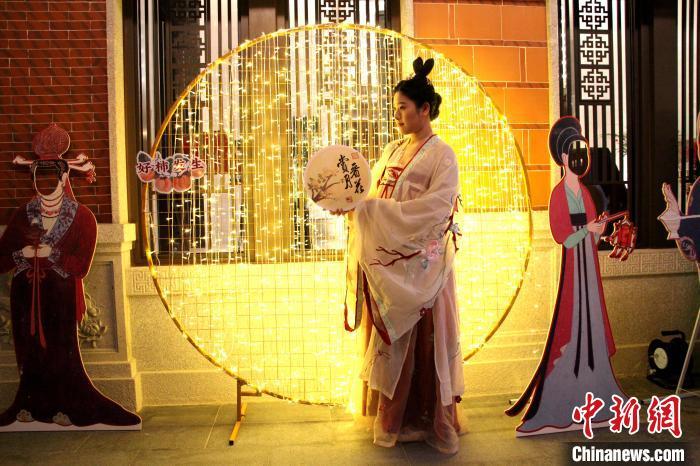 福建石狮:海丝元宵夜 夜游博物馆