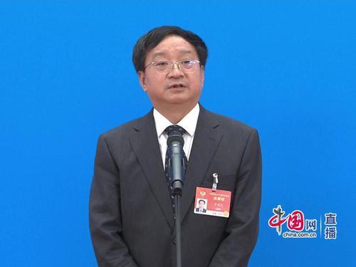 全国政协委员 中国工程院院士,长江学者特聘教授,中国农业科学院副院长万建民回答记者提问