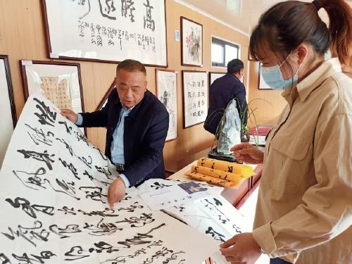 惠民书画销售提升村民文化品位