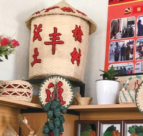 """""""吉林巧姐"""":巾帼织锦绣 巧手绘前程"""