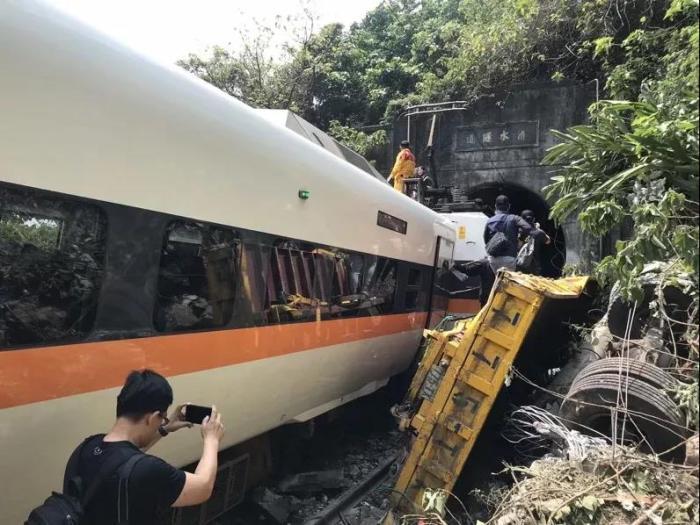 台铁出轨事故致48死198伤 仍有7大疑点待厘清