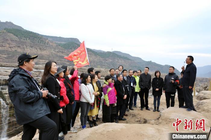 华文媒体陕西采访行:在壶口瀑布感受中华民族精神