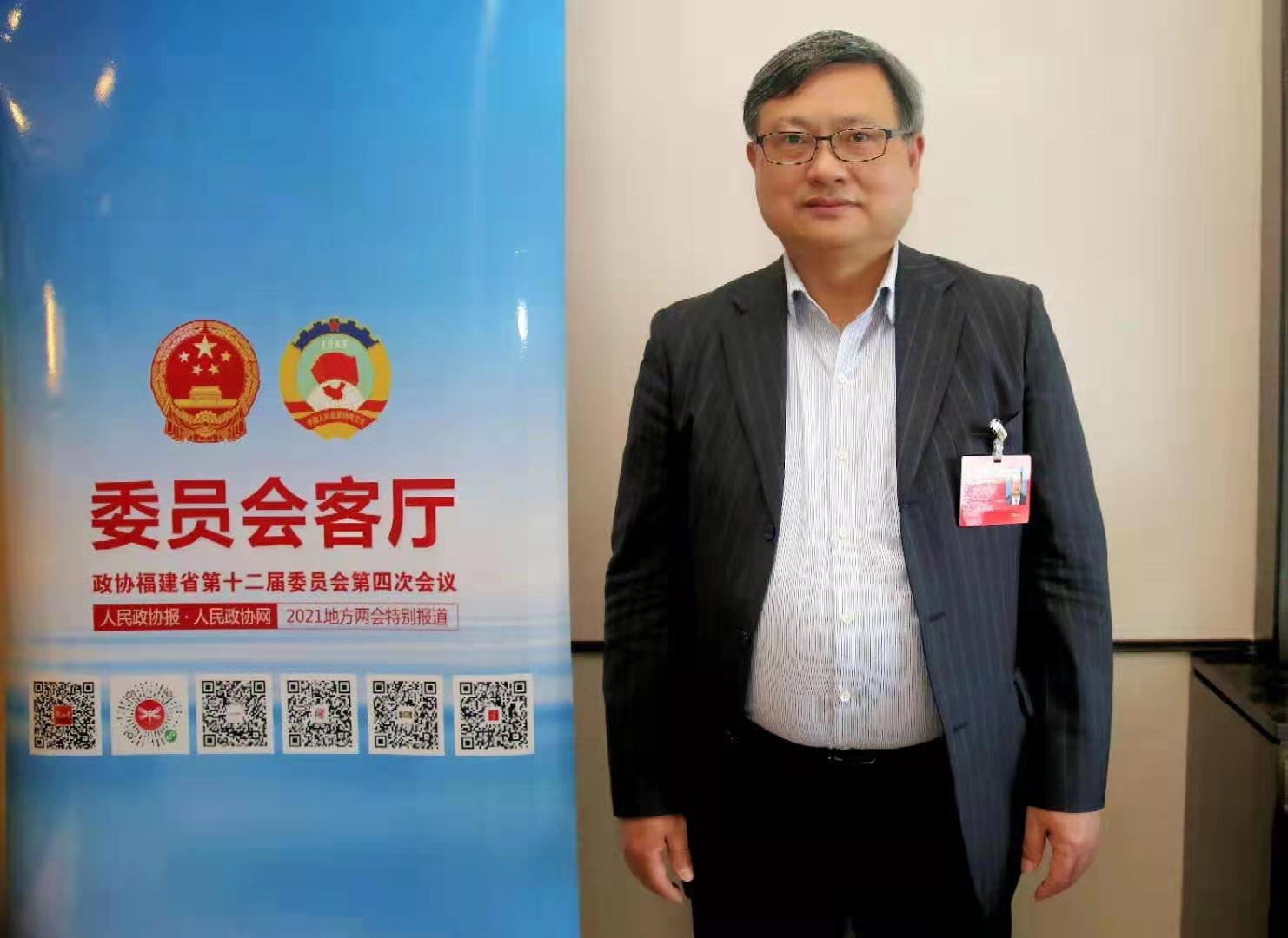 福建省政协委员施教斌:从政者必须爱国