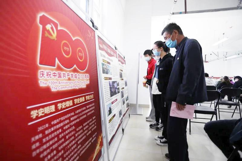 北京石景山苹果园街道把党史知识搬进疫苗接种点