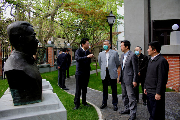 民进中央常务副主席参观民进成立旧址纪念馆