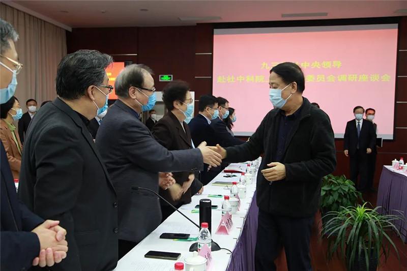 武维华看望中科院上海分院社员