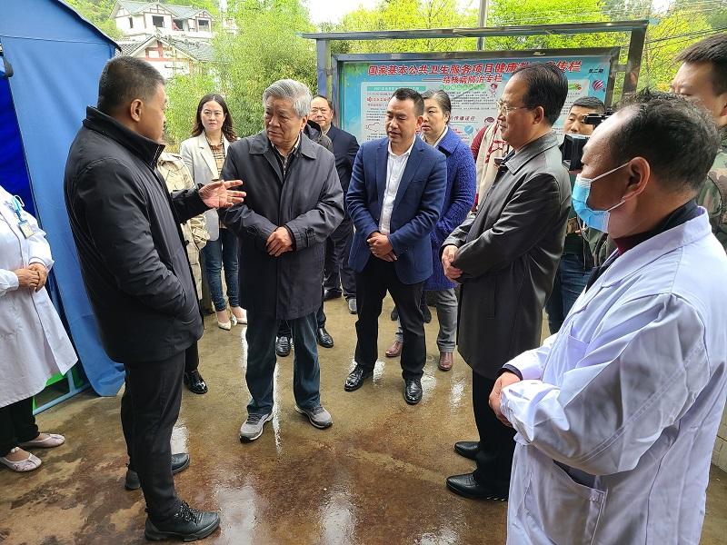 民盟中央副主席龙庄伟率队到贵州毕节调研