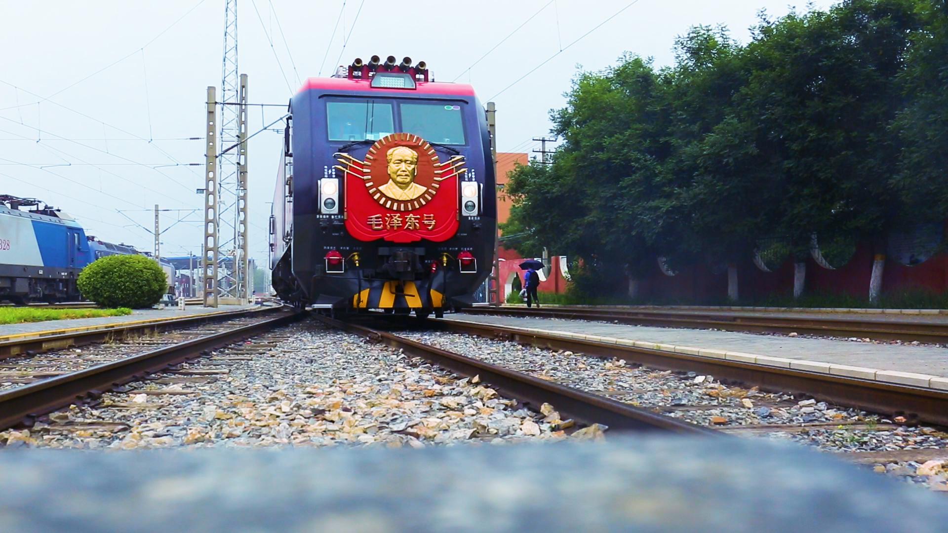 """微光丨""""毛泽东号""""机车组152号,向您汇报!"""