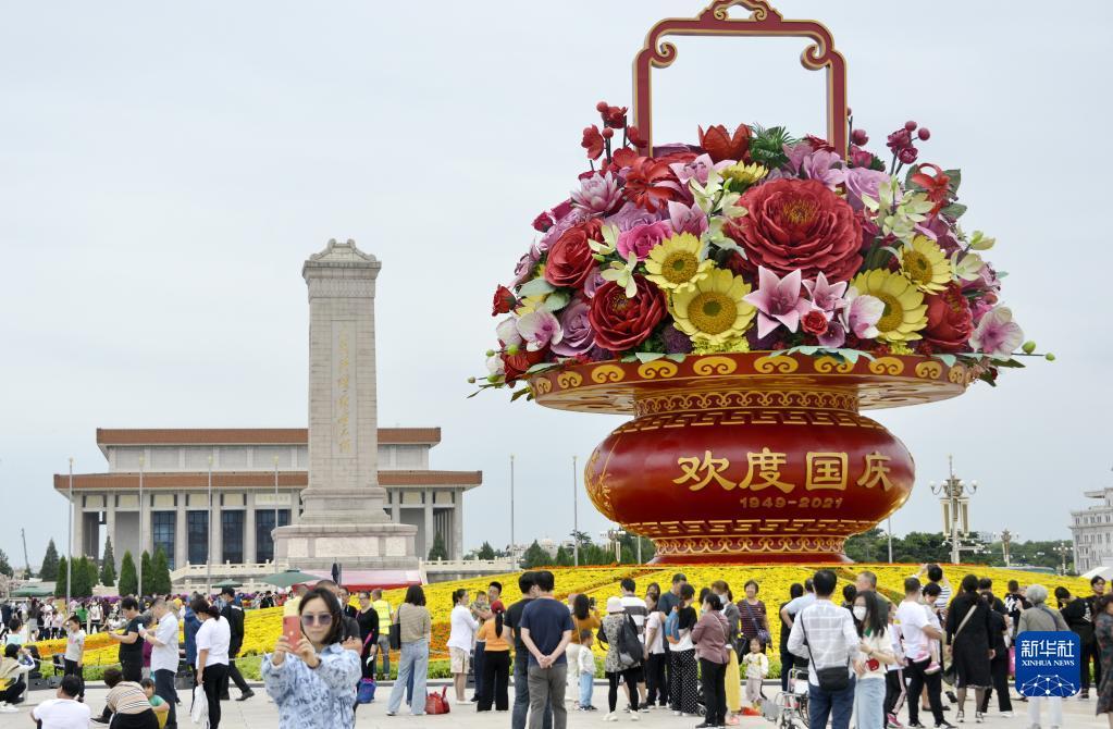 天安门广场和长安街沿线花卉布置完毕