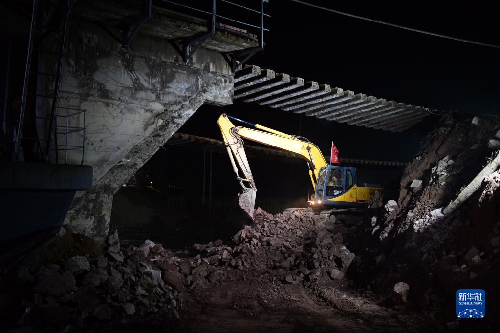 山西境内受损南同蒲铁路上行线恢复通车